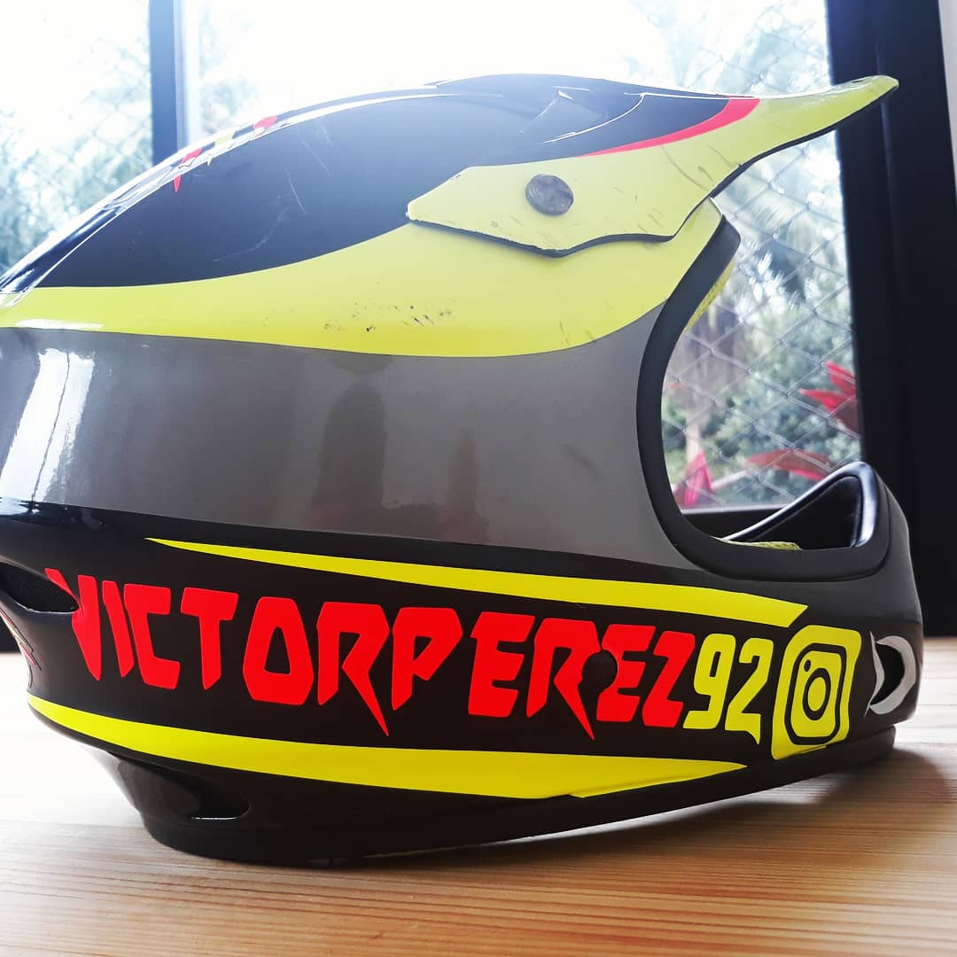 high quality sticker print in victor perez helmet right side